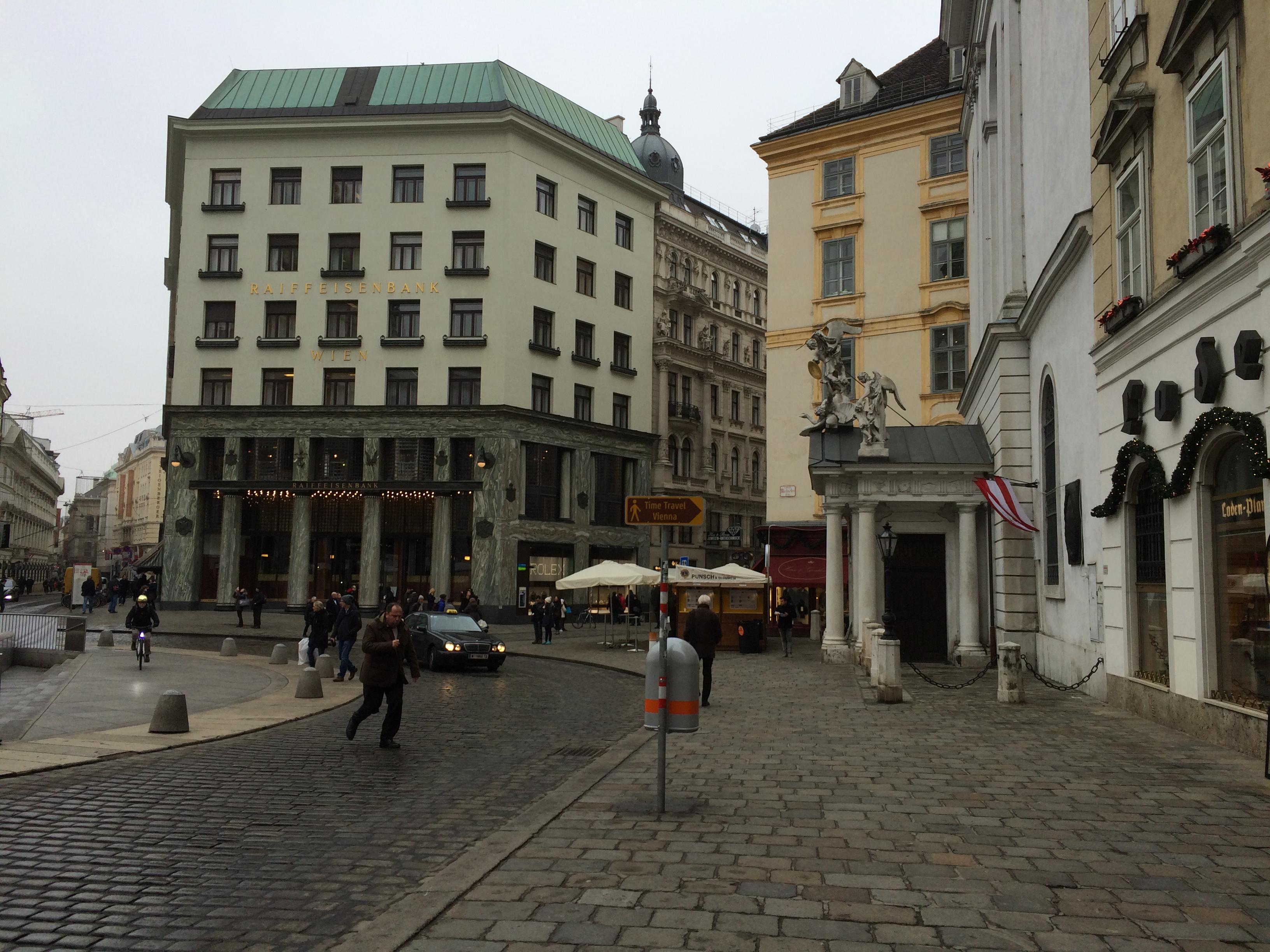 Loos House / Raiffeisenbank